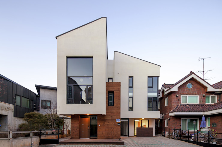 DAEHWADONG MULTIPLE DWELLINGS 모던스타일 주택 by IDEA5 ARCHITECTS 모던