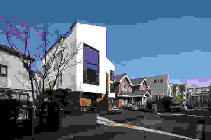 DAEHWADONG MULTIPLE DWELLINGS 모던스타일 주택 by IDEA5 ARCHITECTS 모던