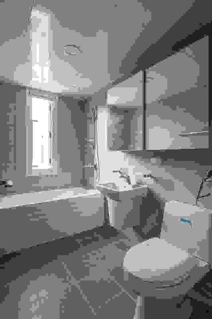 DAEHWADONG MULTIPLE DWELLINGS 모던스타일 욕실 by IDEA5 ARCHITECTS 모던