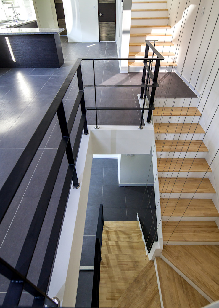 Modern Corridor, Hallway and Staircase by IDEA5 ARCHITECTS Modern