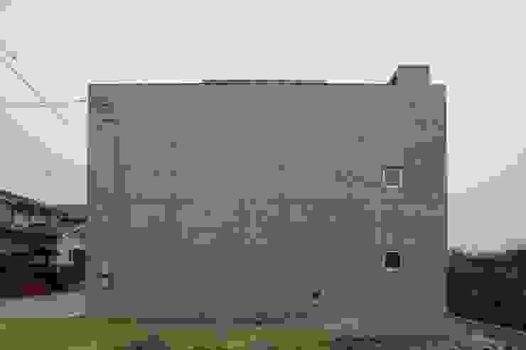 北側外観 モダンな 家 の 白根博紀建築設計事務所 モダン