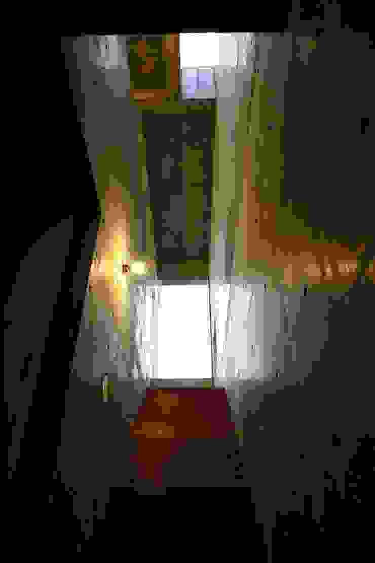 白根博紀建築設計事務所 Pasillos, vestíbulos y escaleras modernos