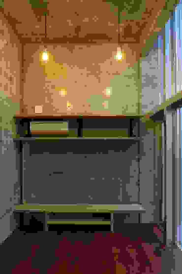 白根博紀建築設計事務所 Salones de estilo moderno