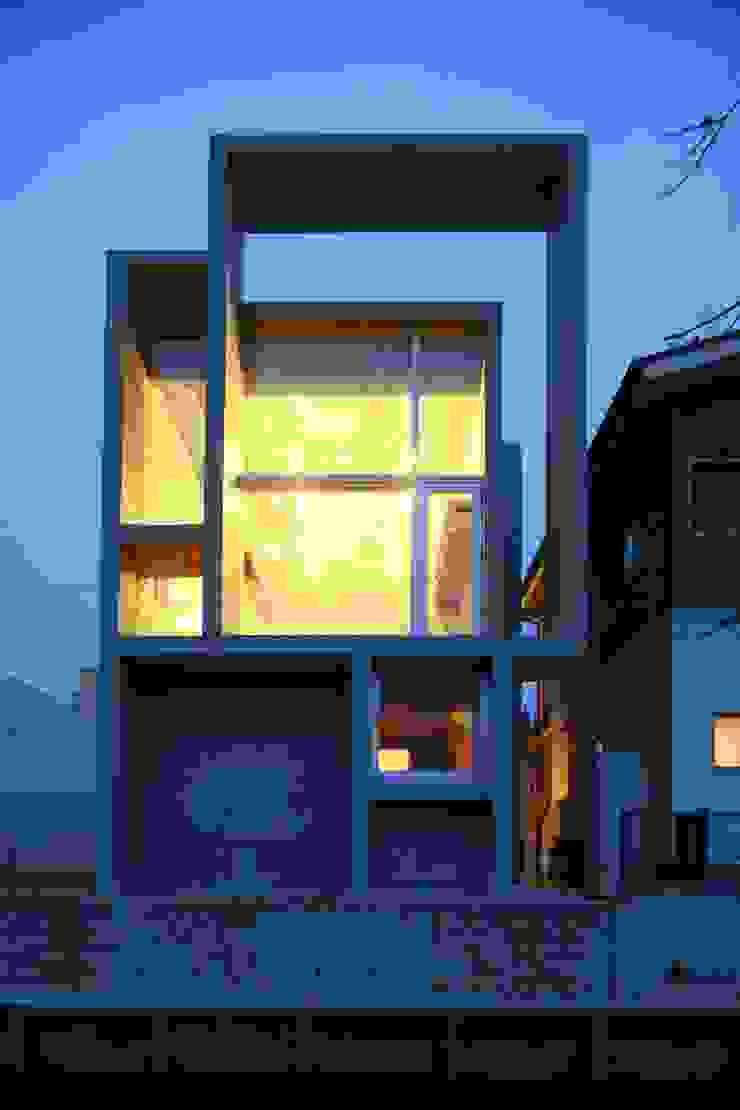 白根博紀建築設計事務所 Casas de estilo moderno