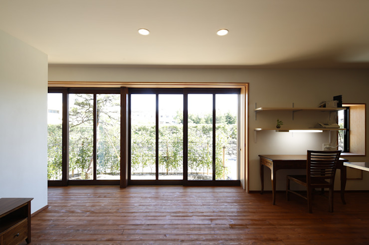 Modern Windows and Doors by 白根博紀建築設計事務所 Modern