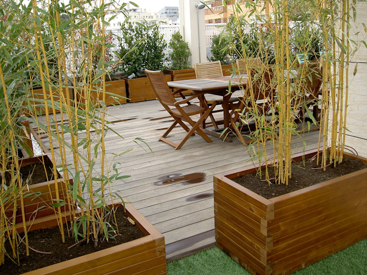 Diferentes proyectos de jardines y terrazas Balcones y terrazas de estilo clásico de IGLESIAS JARDINERÍA Y PAISAJE Clásico