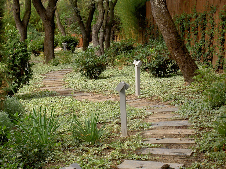 Jardines de estilo  por IGLESIAS JARDINERÍA Y PAISAJE, Mediterráneo