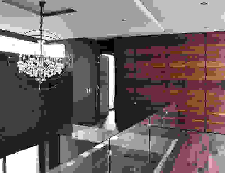 CASA UD: Paredes de estilo  por citylab Laboratorio de Arquitectura, Moderno