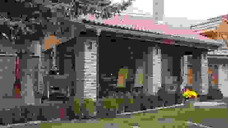 SUNFLEX SF25, Praktische Transparenz trifft auf zurückhaltende Eleganz SUNFLEX Aluminiumsysteme GmbH Klassischer Balkon, Veranda & Terrasse