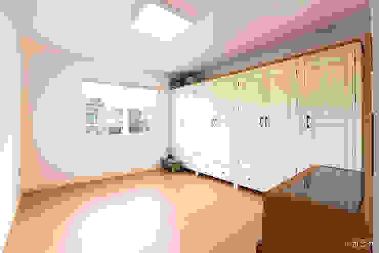 동탄주택: 춘건축의  침실,모던