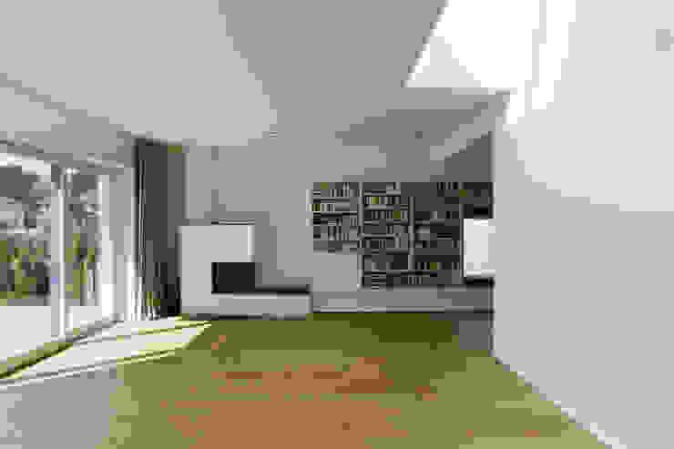 Wohnraum mit Oberlicht Moderne Wohnzimmer von Goderbauer Architects Modern