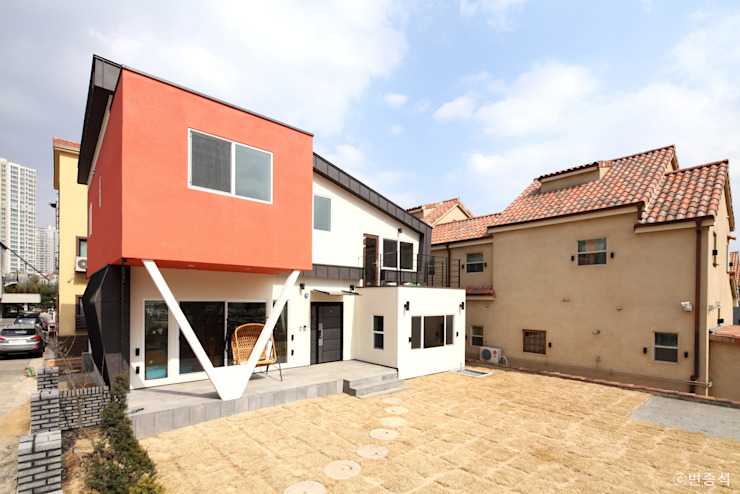 Jardines de estilo  por 춘건축, Moderno
