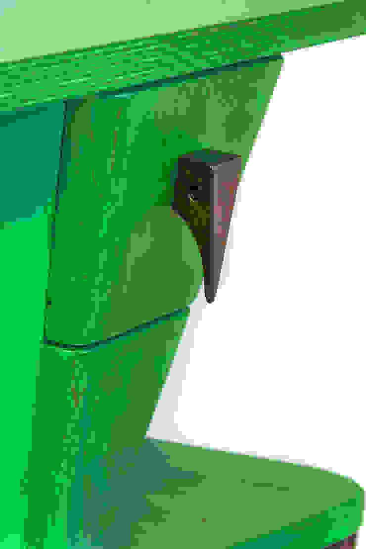 """Table """"Grasshopper'' de Meble Autorskie Jurkowski Ecléctico"""