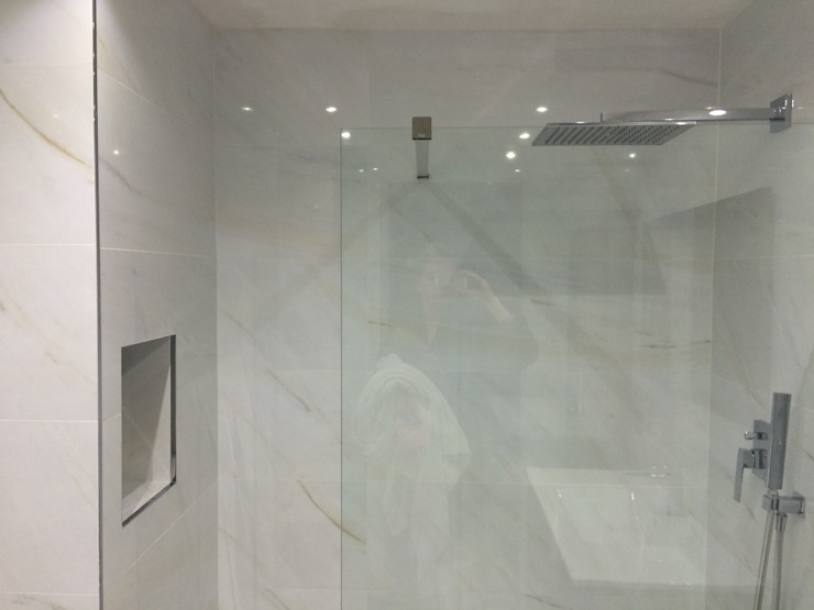 Reforma de baño Baños de estilo moderno de SAUCO DESIGN S.L. Moderno