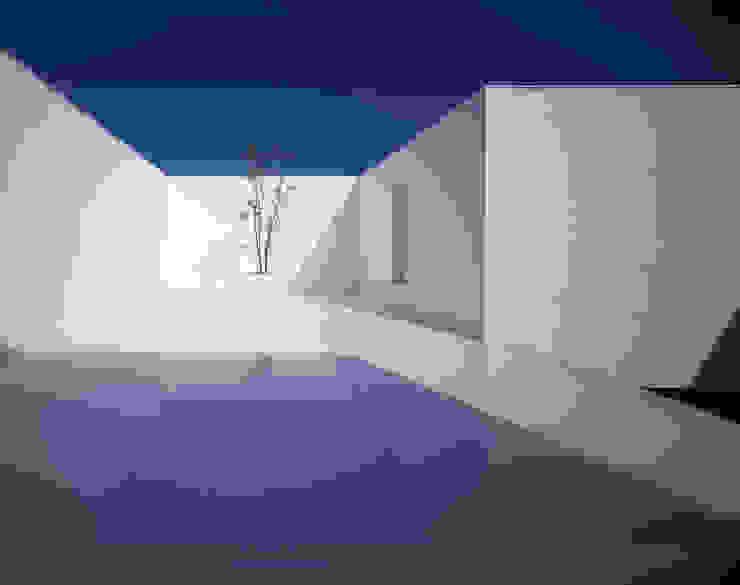White Cave House モダンデザインの テラス の 山本卓郎建築設計事務所 モダン