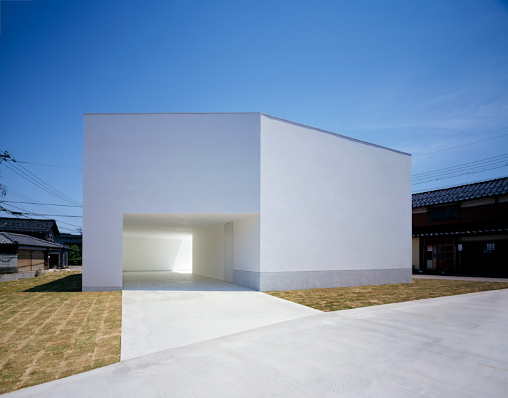 White Cave House モダンな 家 の 山本卓郎建築設計事務所 モダン