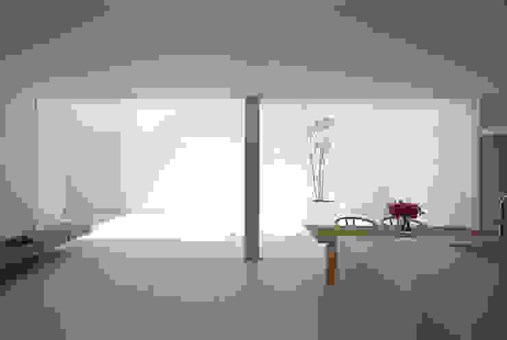 White Cave House モダンデザインの ダイニング の 山本卓郎建築設計事務所 モダン