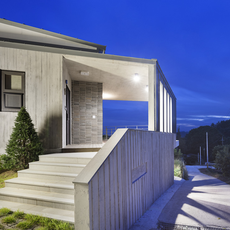 Modern Houses by SpaceMGT Modern