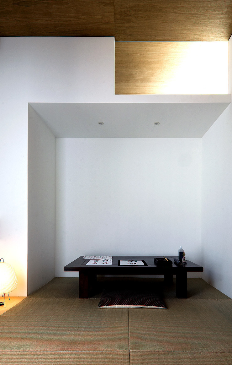 F-WHITE 和風デザインの 書斎 の 山本卓郎建築設計事務所 和風