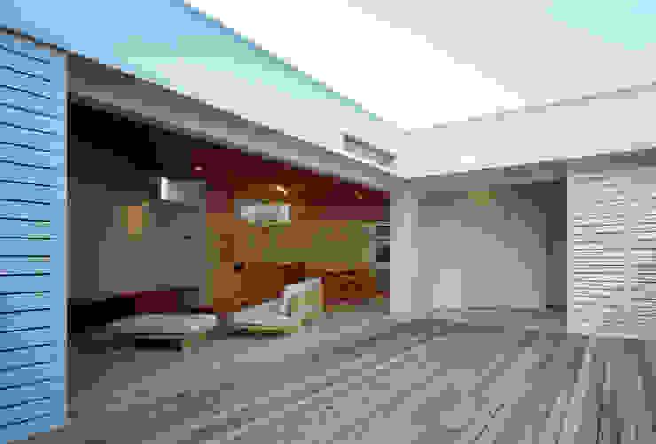 F-WHITE 山本卓郎建築設計事務所 モダンデザインの テラス