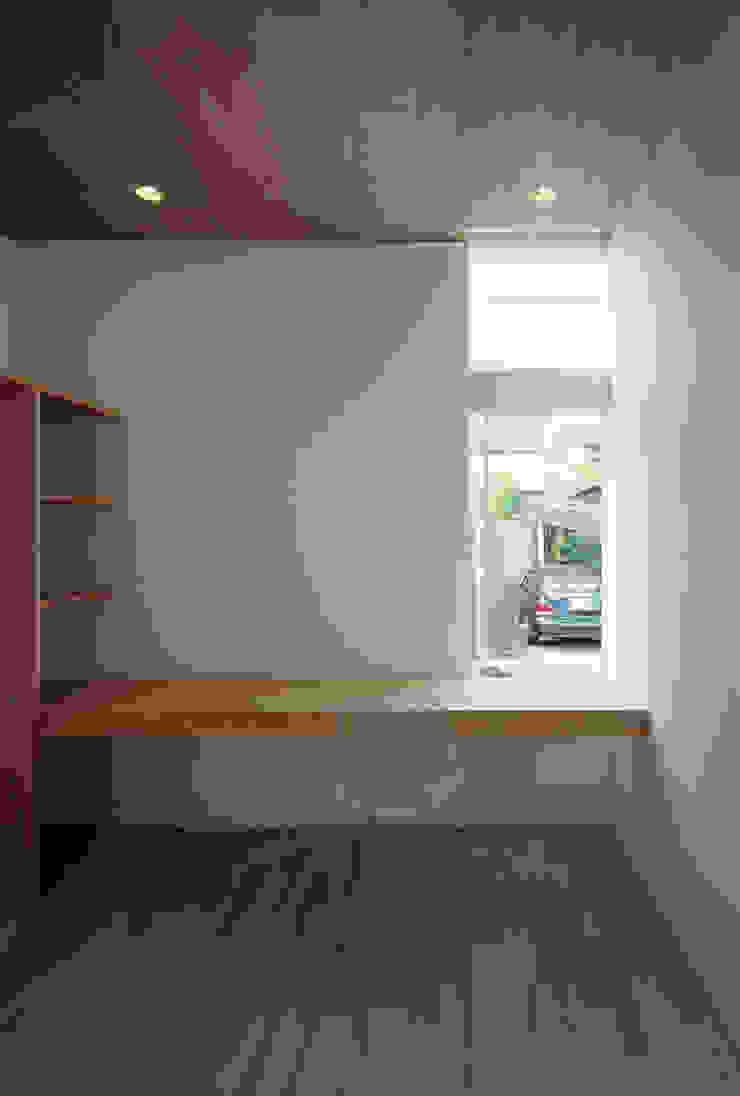 F-WHITE モダンデザインの 書斎 の 山本卓郎建築設計事務所 モダン