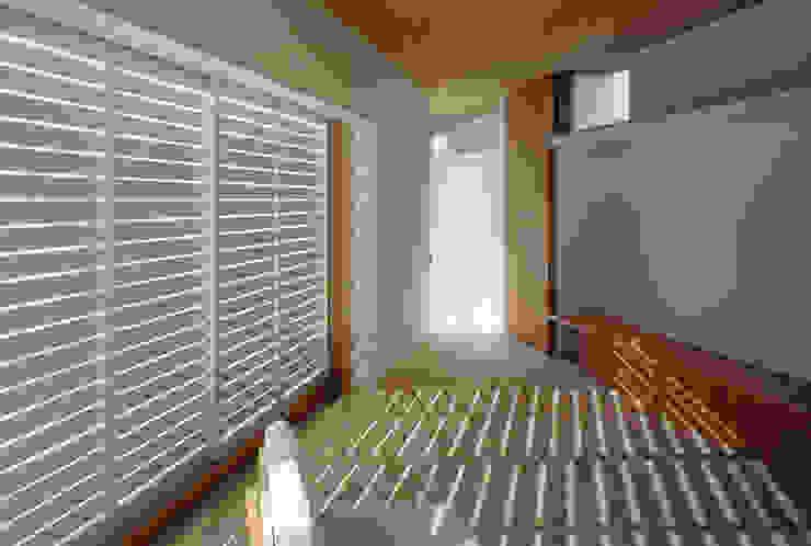 F-WHITE モダンな 窓&ドア の 山本卓郎建築設計事務所 モダン