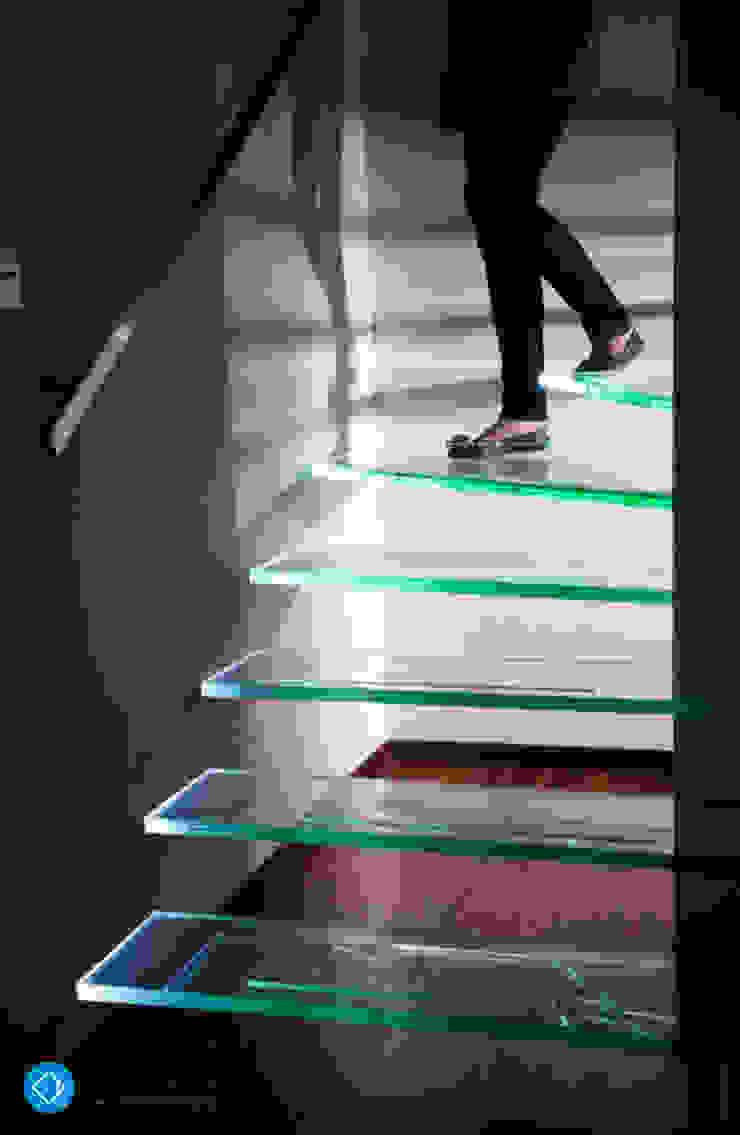 現代風玄關、走廊與階梯 根據 Anna Krzak architektura wnętrz 現代風