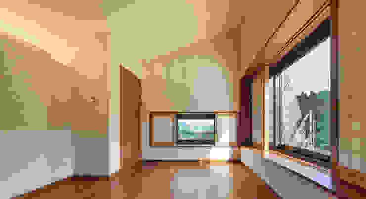Modern Living Room by PRAUD Modern