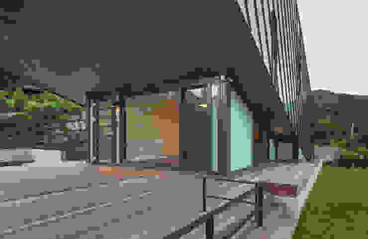 Modern Terrace by PRAUD Modern