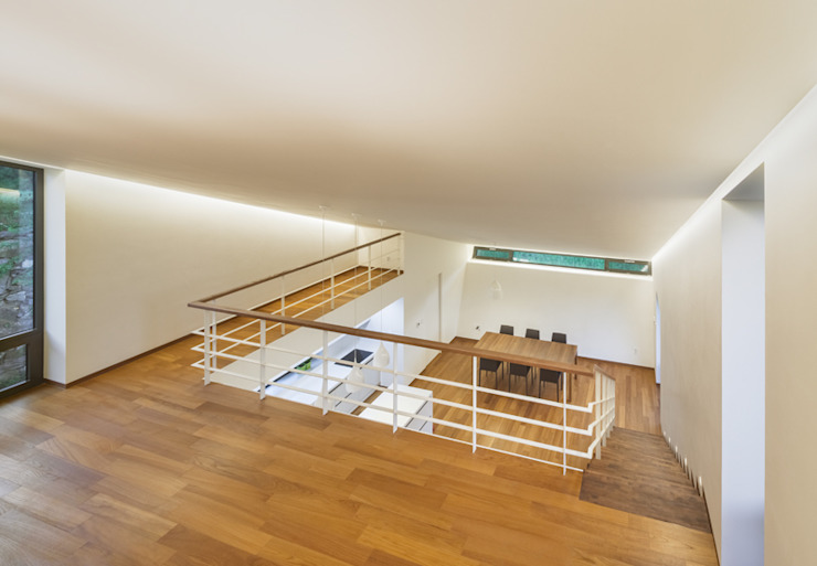 Коридор, прихожая и лестница в модерн стиле от PRAUD Модерн