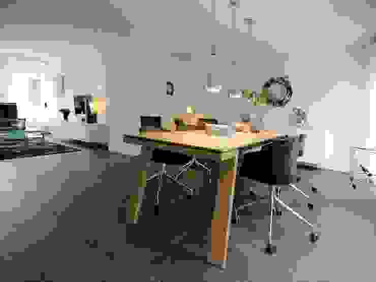 现代客厅設計點子、靈感 & 圖片 根據 Schindler interieurarchitecten 現代風