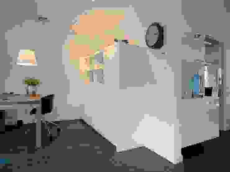 Modern living room by Schindler interieurarchitecten Modern