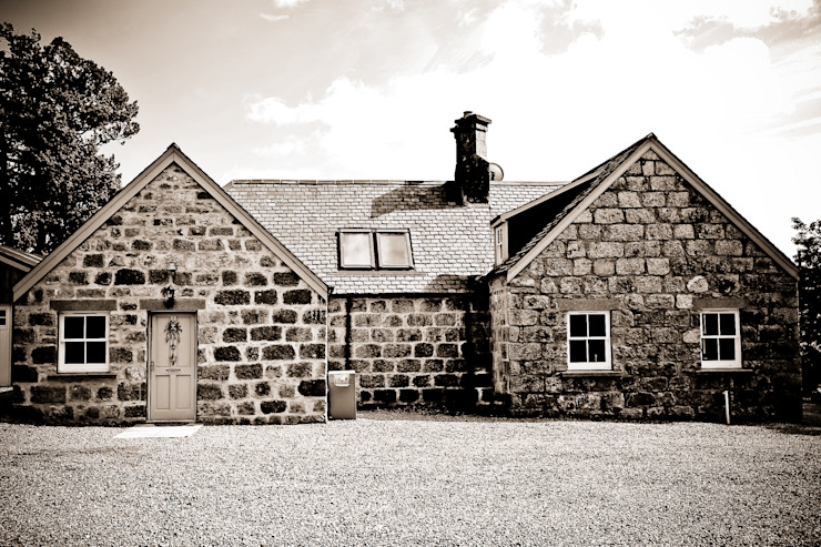 Old School House, Glen Dye, Banchory, Aberdeenshire Country style houses by Roundhouse Architecture Ltd Country
