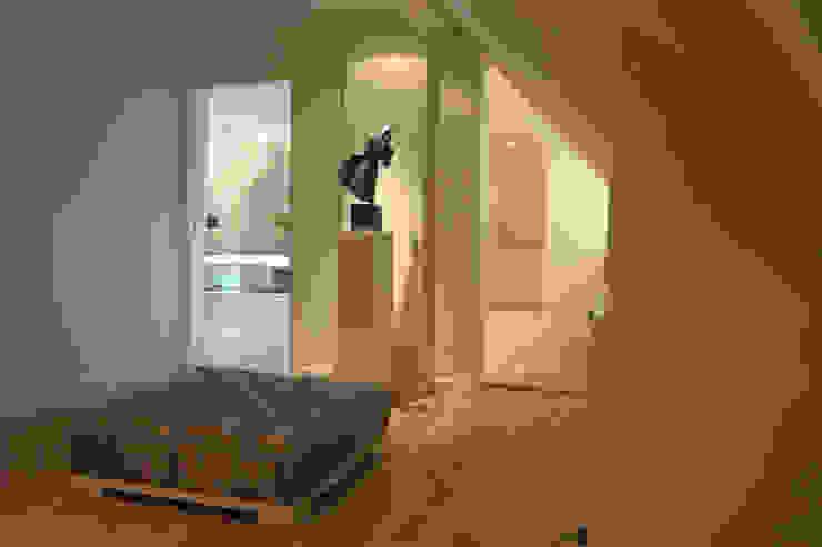 Wellness badkamer:  Slaapkamer door Schindler interieurarchitecten,