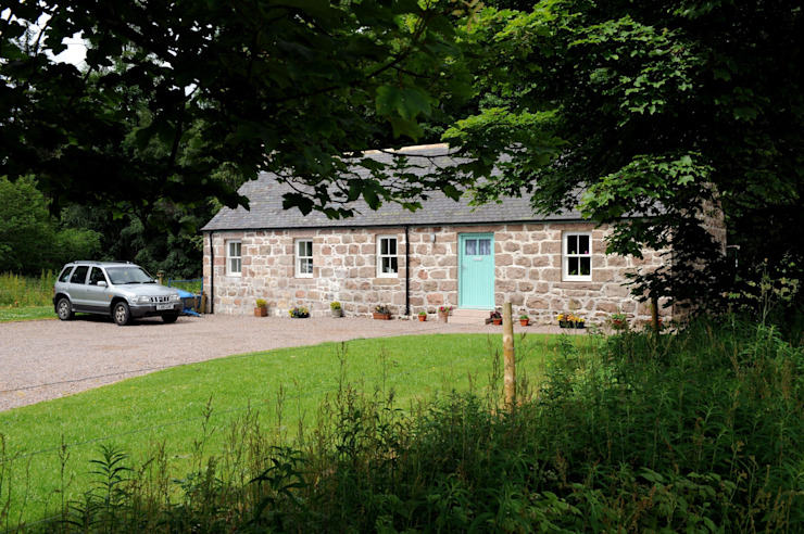 Old School Croft, Glen Dye, Banchory, Aberdeenhire Country style garden by Roundhouse Architecture Ltd Country