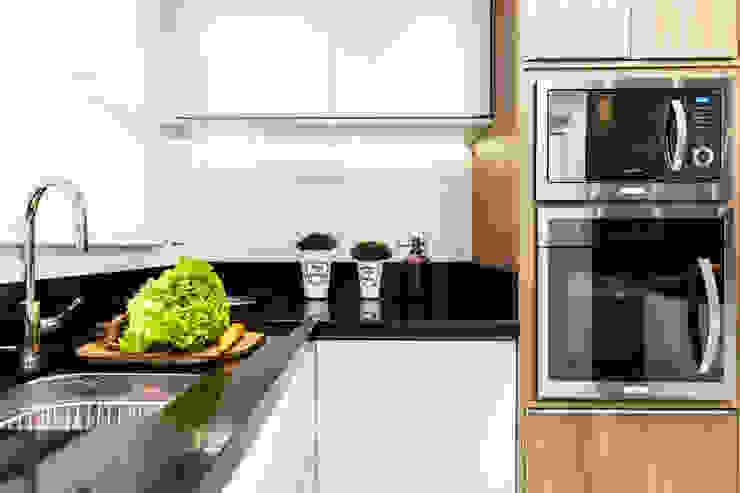Bancada Cozinha Cozinhas modernas por Barbara Dundes   ARQ + DESIGN Moderno