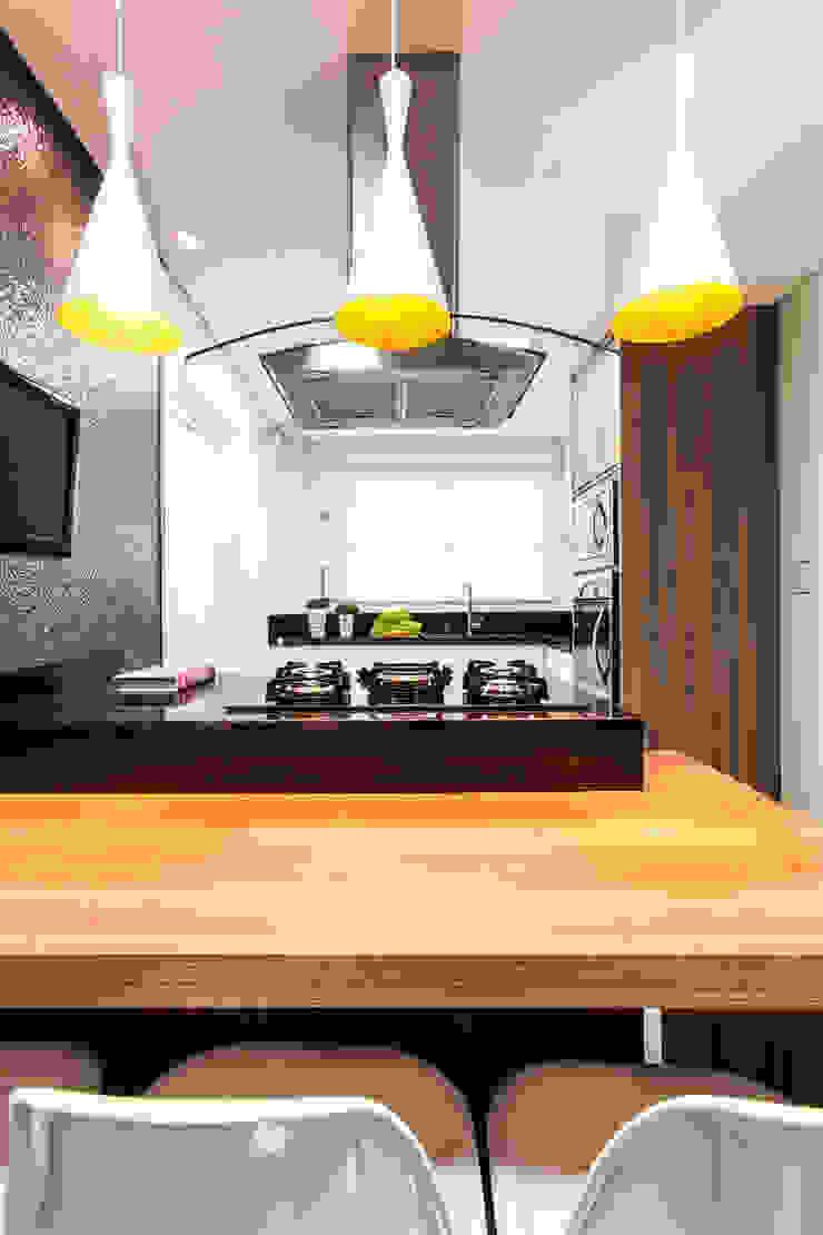 Cozinha com tons neutros Cozinhas modernas por Barbara Dundes   ARQ + DESIGN Moderno