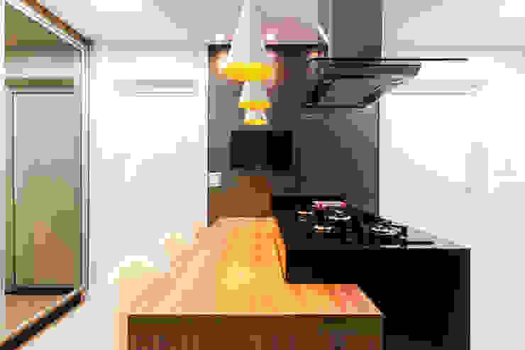 Bancada gourmet Cozinhas modernas por Barbara Dundes   ARQ + DESIGN Moderno