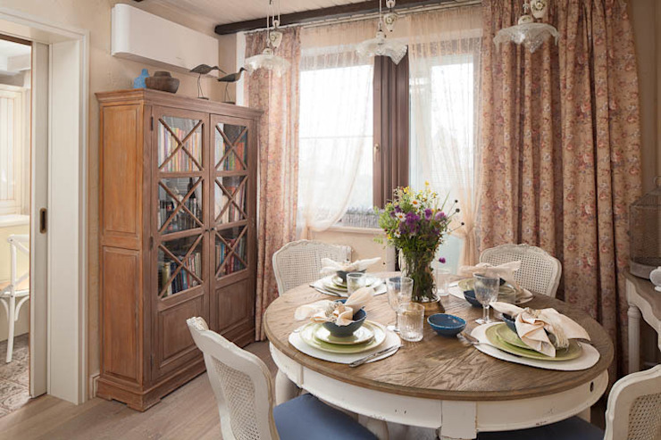 Квартира Столовая комната в классическом стиле от арт-квартира Классический