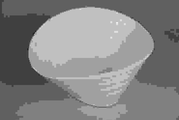 Eccentric Bowl, porcelain, 18cm: minimalist  by Andrew Temple Smith Ceramics, Minimalist