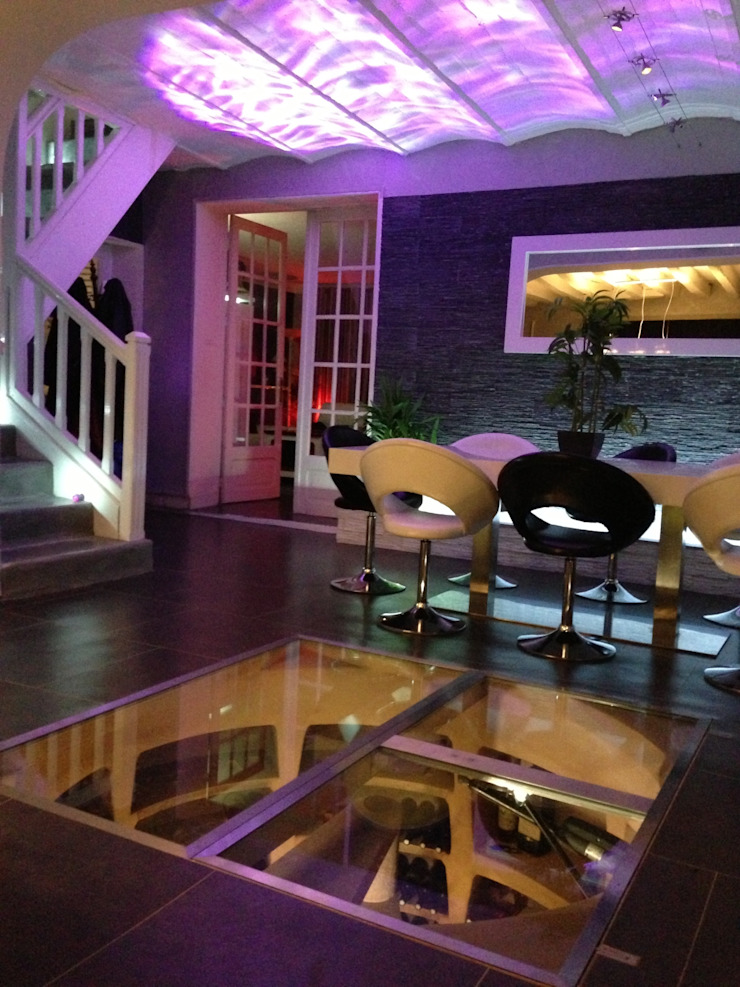 Helicave Maxi Ronde in woonkamer: modern  door Van Dijk Maasland, Modern