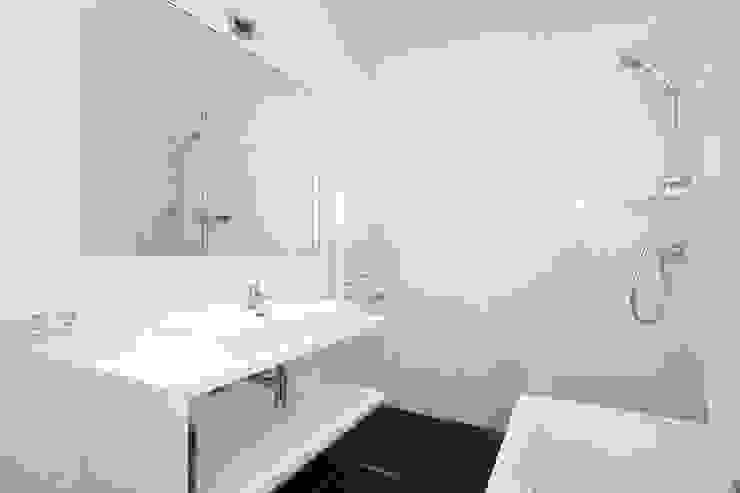 Baños de estilo  por Het Ontwerphuis,
