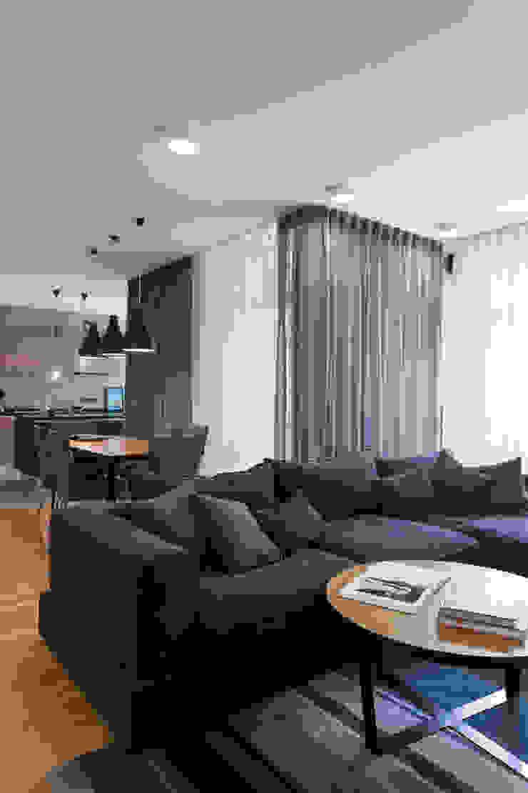 Квартира с характером Гостиная в стиле минимализм от LPetresku Минимализм