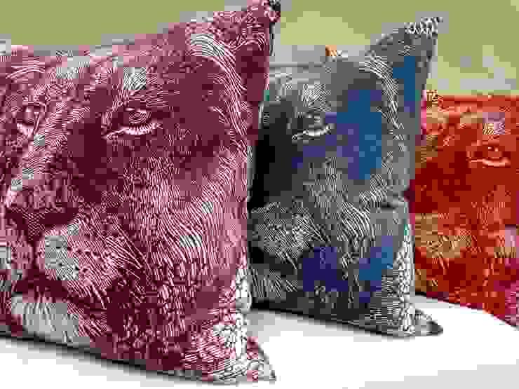 Money Animals Scatter Cushions de Porcupine Rocks Ltd Moderno