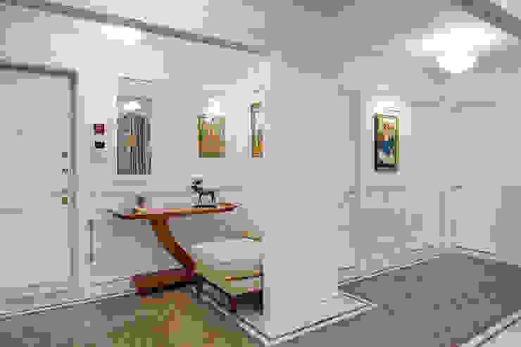 Прихожая-коридор Коридор, прихожая и лестница в эклектичном стиле от Bituleva Project Эклектичный
