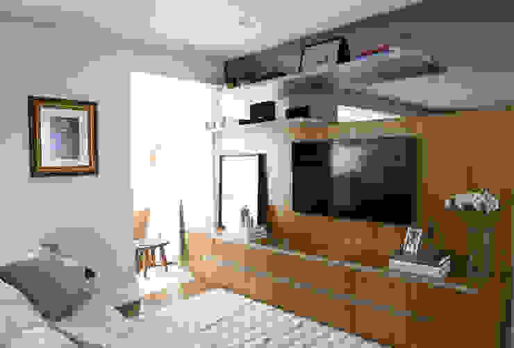 Modern media room by ARQ_IN Modern