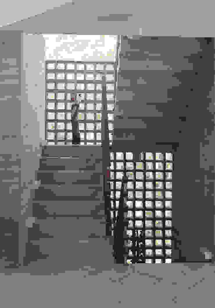 Casa Baleião Corredores, halls e escadas ecléticos por Gustavo Calazans Arquitetura Eclético