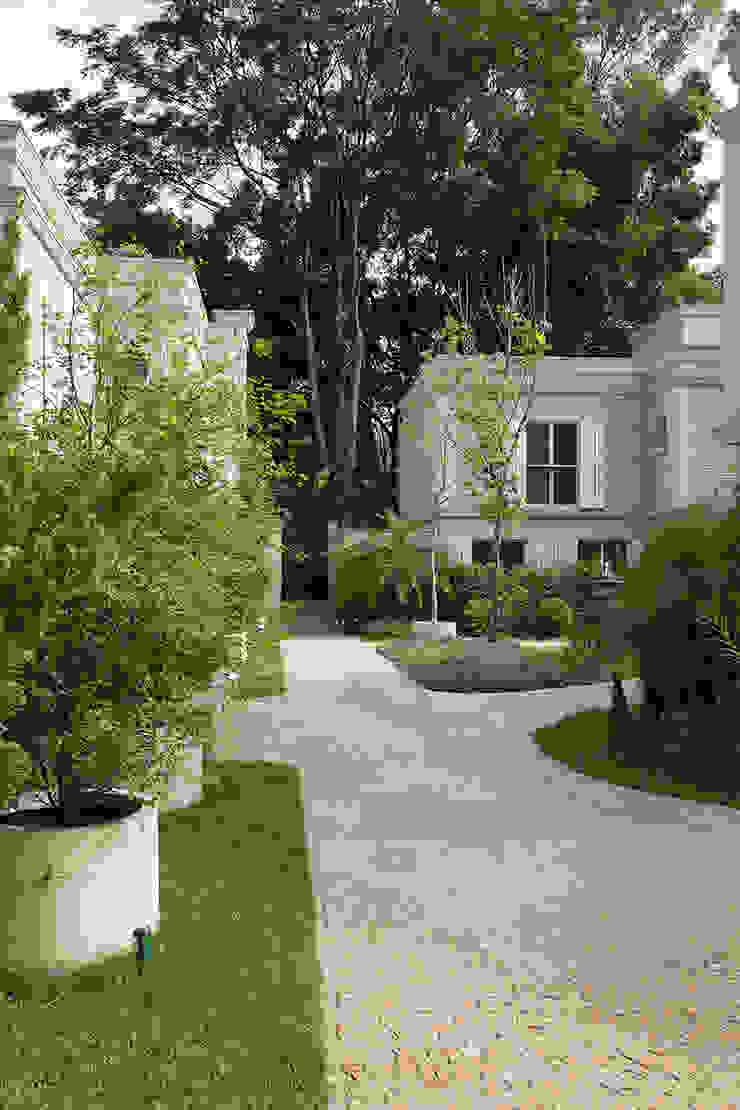 Condomínio Ville Vert Varandas, alpendres e terraços tropicais por juliana freitas paisagismo Tropical