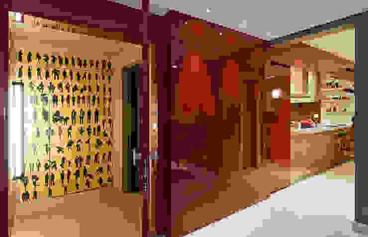 RESIDÊNCIA SERRANOS Portas e janelas modernas por Isabela Bethônico Arquitetura Moderno