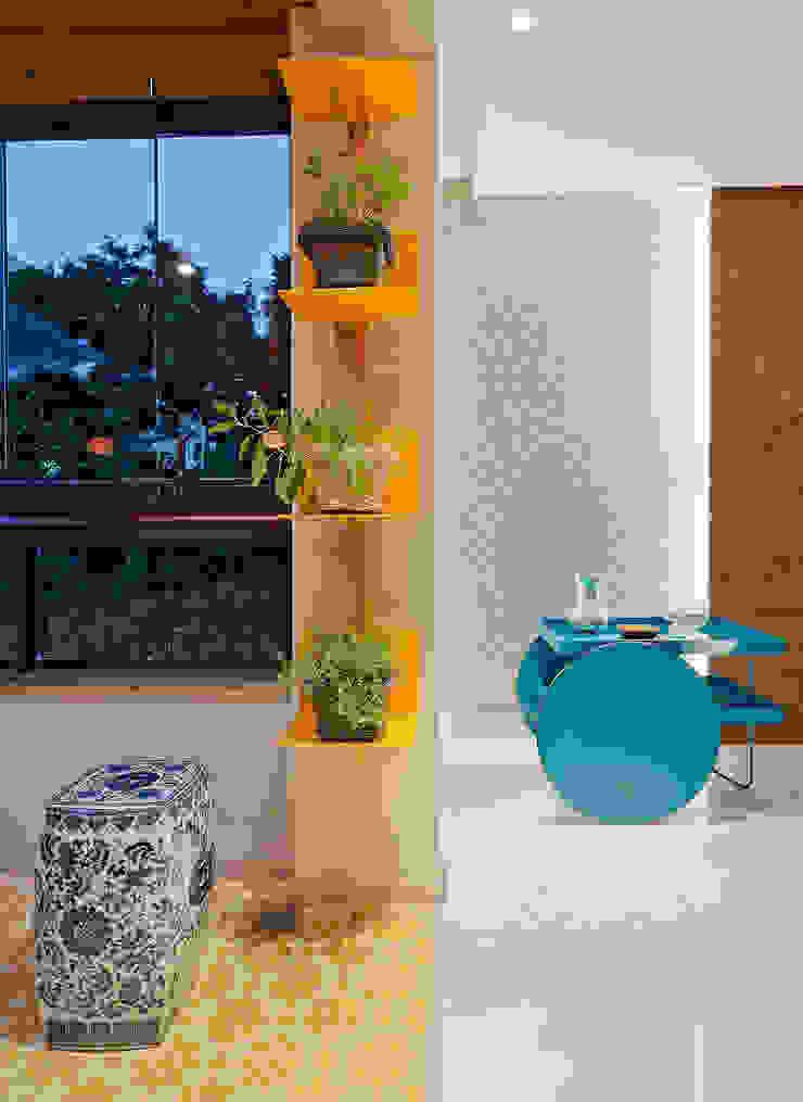 RESIDÊNCIA SERRANOS Varandas, alpendres e terraços modernos por Isabela Bethônico Arquitetura Moderno